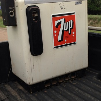 7UP Ideal Slider Pop Cooler. - Coin Operated