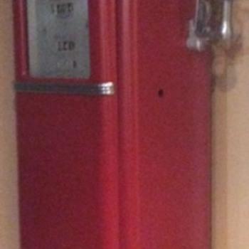 1940 or 1950 red Gas pump? - Petroliana
