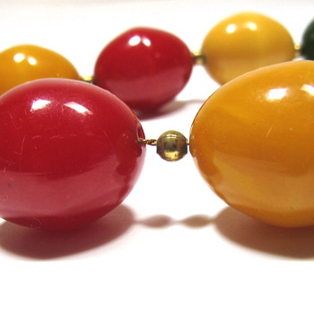 Vintage Bakelite Bead Necklace - Costume Jewelry