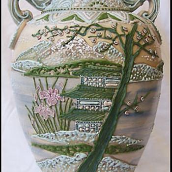FABULOUS KUTANI / KAGA WARE JAPANESE POTTERY VASE 1800's * MORIAGI *