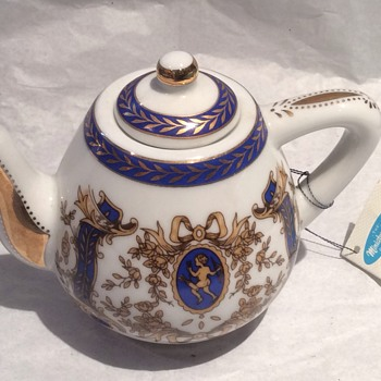 Miniature teapot  - China and Dinnerware