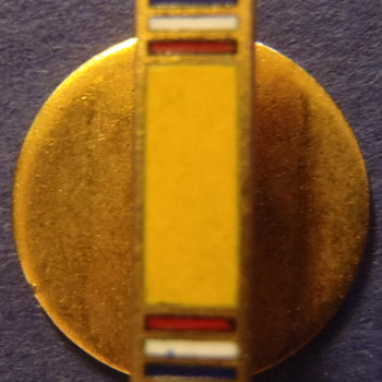 Gold/yellow (military service?) bar with red, white & blue stripes on either end