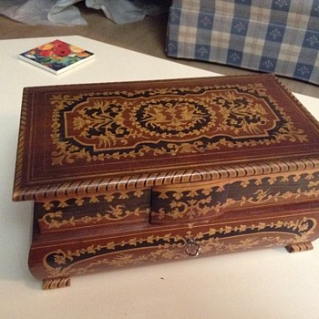 Unknown style jewlery box