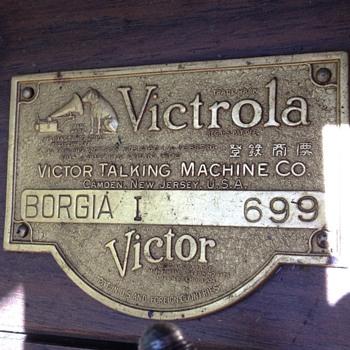Victor talking machine - Radios