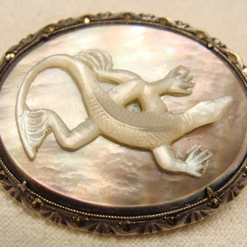 Vintage Carved Lizard Brooch