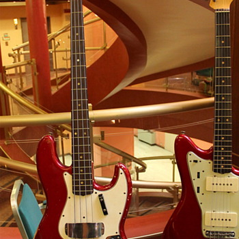 Fender Jazz Bass 1965, Candy Apple Red - Guitars