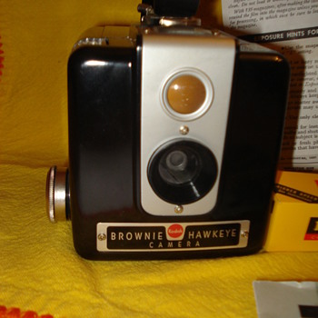 BROWNIE HAWKEYE CAMERA - Cameras