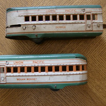 OLD STEEL TRAIN CARS - Model Trains