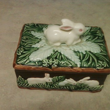 A SWEET  TAKAHASHI BUNNY BOX - Art Pottery