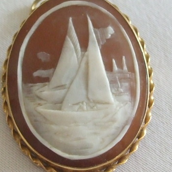 Unusual Cameo With SAILBOATS in 750 Gold - Fine Jewelry