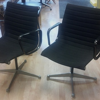 Herman Miller Aluminum Group Eames Designed Chair