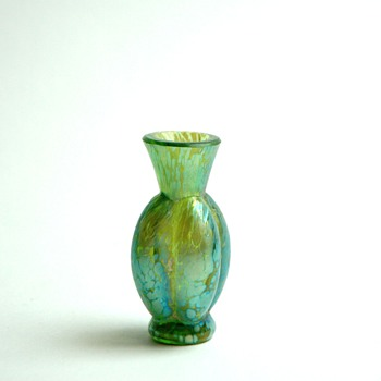 happy to presents my love -)  a miniature vase by LOEZT