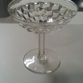 Can anyone identify this pattern? - Glassware
