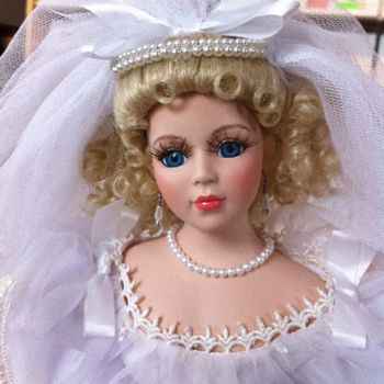 ?? 1995 ANNUAL BRIDE (PORCELAIN DOLL) ?? (King City)
