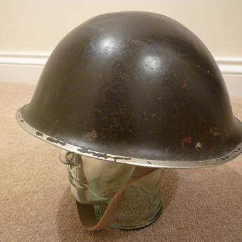 British transitional MKIII/MKIV steel helmet.