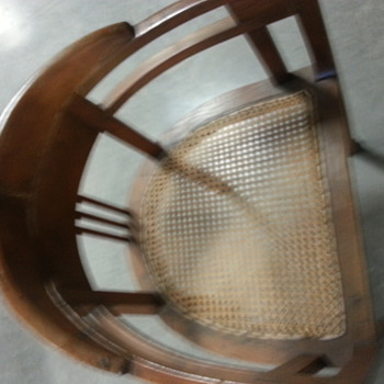 horseshoe back vintage chair - help!! anyone familiar with this any info.