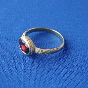 17th Century Garnet Enamel Ring