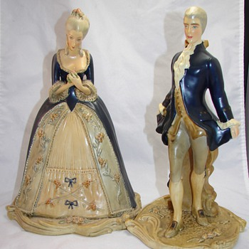 Victorian Couple - Figurines
