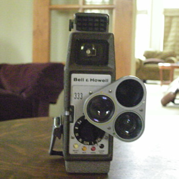 1950&#039;s Bell &amp; Howell Sun Dial 333 Movie Camera, 3 lens turret