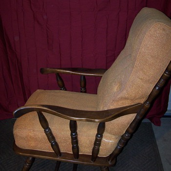 would anyone know the style of chair this is?