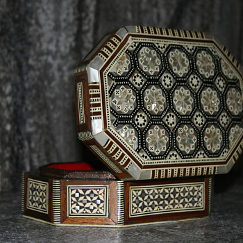 Mother of Pearl Wood Jewelry/Keepsake/Trinket Box ~ Ornate MOP Abalone Inlay ~ Mosaic Seashell ~ Red Velvet ~ Syrian? Era?