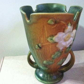 Roseville White Rose - Art Pottery