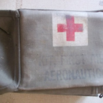 WW2 FIRST AID KIT - Military and Wartime