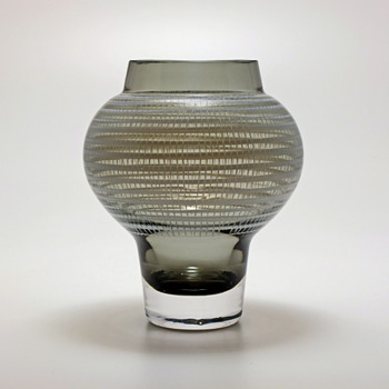 Flygsfors -59, NS - a vase by Viktor Berndt/Nils Sturesson. - Art Glass