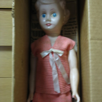 1938-1939 HARD PLASTIC DOLL-CAN U HELP ME IDENTIFY HER?  - Dolls