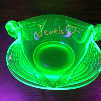 Vaseline Glass Bowl With Swans Handles