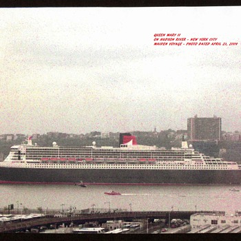 2004 - Queen Mary II in New York City - Photographs