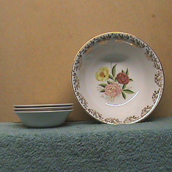 Glo White Dish By Alfred Meakin - China and Dinnerware