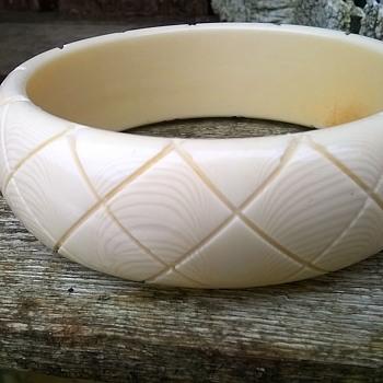 Vintage Faux Ivory Carved Celluloid Bangle Flea Market Find 2 Euro ($2.12)
