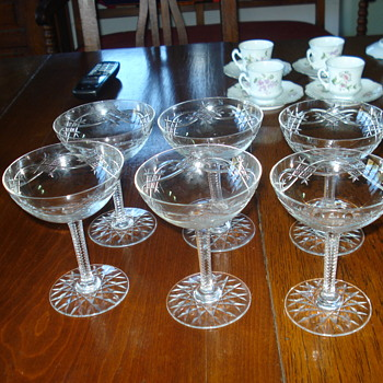 Champagne goblets in cut crystal Baccarat: I am sorry you cannot here the brindis