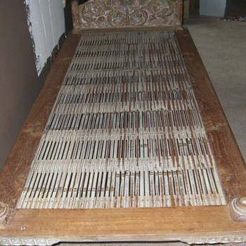 Need help - Antique Bed