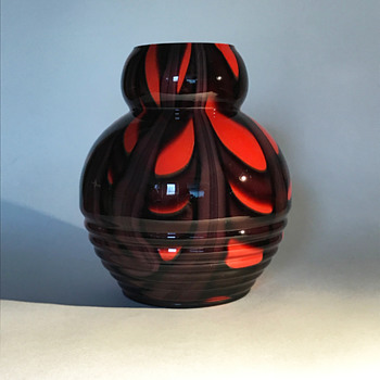 Kralik Ribbed Vase with Webbed Décor