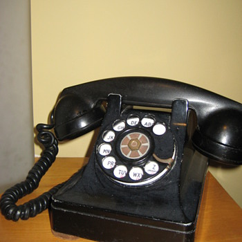 1947 NE 302 Rotary Phone - Telephones