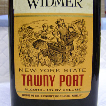 A VERY NICE BOTTLE OF WINE FROM NEW YORK! - Bottles