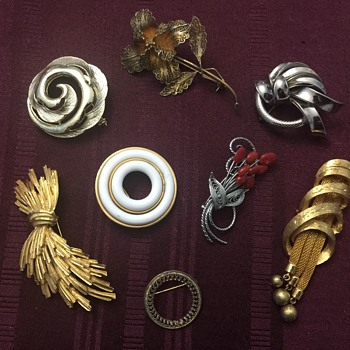 Brooch lot - Costume Jewelry