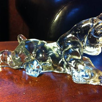 Help identify my glass dog?!