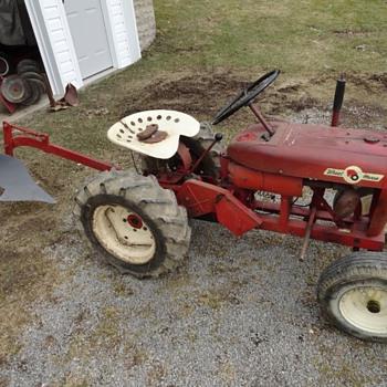 1961 Wheel Horse 401 Suburban