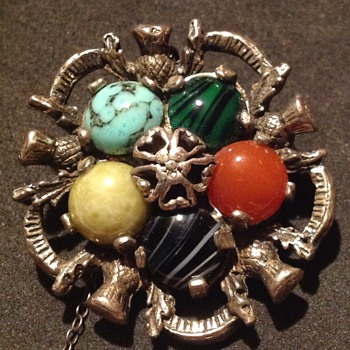 2x vintage costume jewelly, 1 'Miracle' brooch & 1 unknown