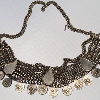 Antique looking necklace - Costume Jewelry
