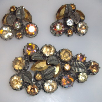 Austrian brooch and earrings set. - Costume Jewelry