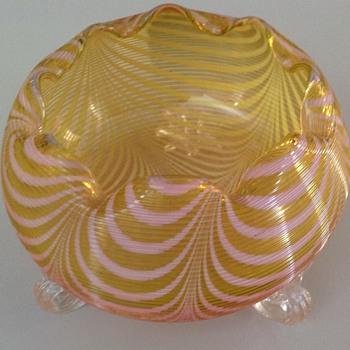 Stevens & Williams machine threaded & pull up pattern rose bowl - Art Glass