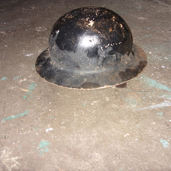 some kind of helmet - Military and Wartime