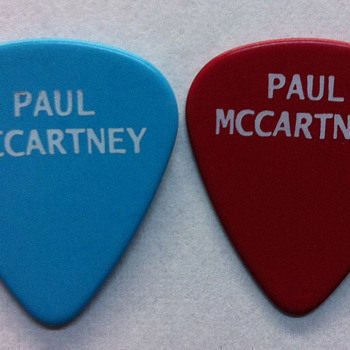 Paul McCartney's guitar picks-2013