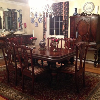 Mohlhenrich Dining Room Set - Furniture
