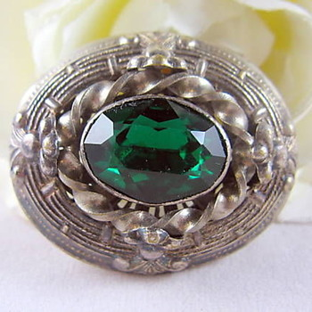 Green emerald coloured brooch in silver metal to be determined :) love it!!