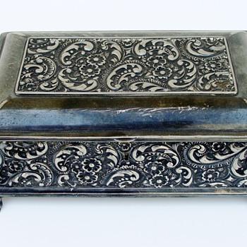 Meriden Quadruple Plate Silver Humidor